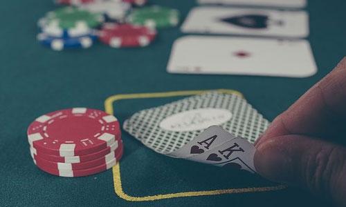 5 asiantuntijan vinkkiä parantaaksesi pokeritaitojasi Pidä vastustajiasi silmällä - 5 asiantuntijan vinkkiä parantaaksesi pokeritaitojasi